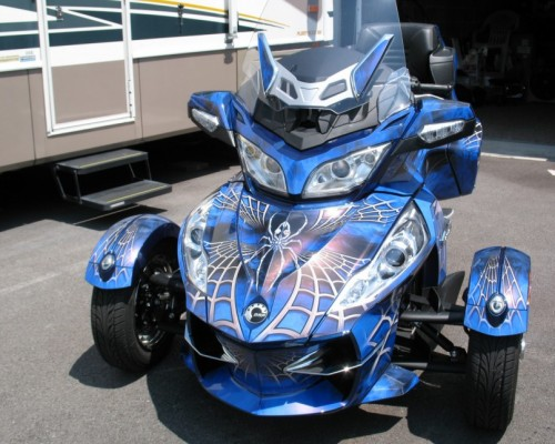Can Am Spyder CREATORX Graphics Kit SpiderX Blue 01 860x645 500x400 - Can-Am Maverick X3 TribalX Custom Version Graphics